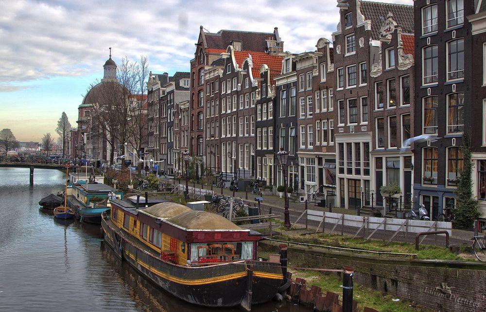 Gracht bei Kurzreise nach Amsterdam