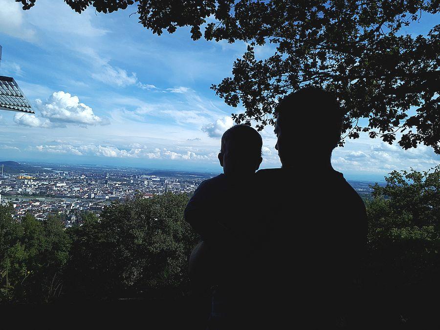 Vater und Sohn am Pöstlingberg - Informationen zur Väterkarenz