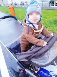 Stehen im Kinderwagen
