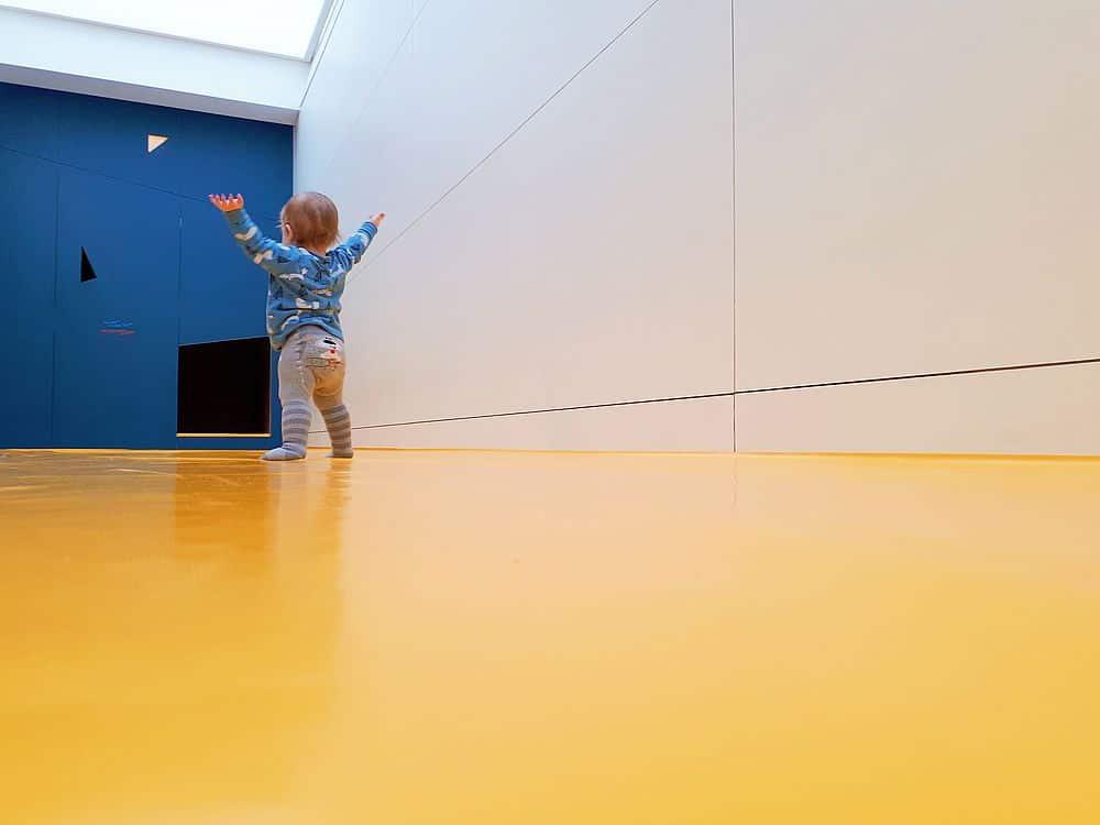 Baby spielt im Gaudimax beim Linzer Sinnesrausch