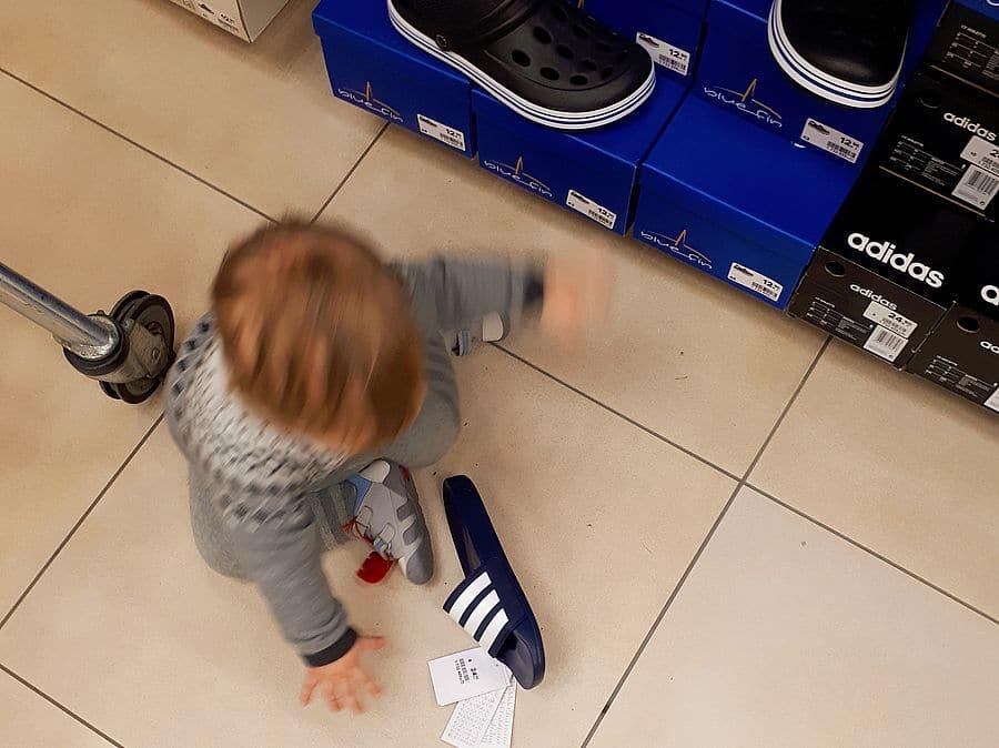 Kinderschuhe kaufen oder doch die Adiletten?